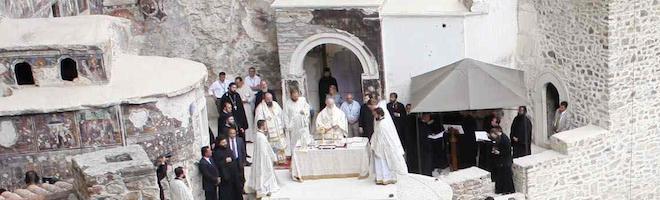 Η ιστορική Θεία Λειτουργία στη Μονή της Παναγίας Σουμελά στην Τραπεζούντα στις 15 Αυγούστου 2011